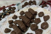 طريقة عمل شوكولاتة كيندر في المنزل بالخطوات والصور