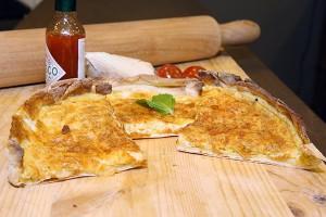 manaqeesh-eggs-and-cheese  منقوشة البيض بالجبنة لرجيم متوازن