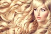 صبغ الشعر باللون الأشقر طبيعيا